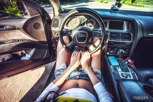 Прикрепленное изображение: девушка-сидит-за-рулём-ауди.jpg