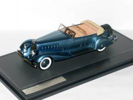 Прикрепленное изображение: Chrysler Imperial Custom Five Passenger Pheaton 1933 005.JPG