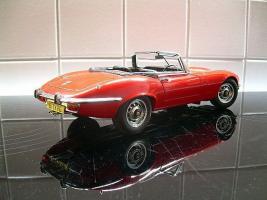 Прикрепленное изображение: jaguar-e-type-convertib1le-autoart.jpg