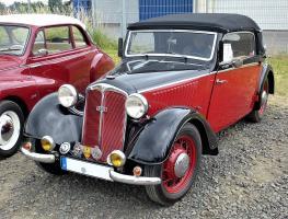 Прикрепленное изображение: 1024px-DKW_F5_Baujahr_1937_-_Front_Luxus_Cabriolet.jpg