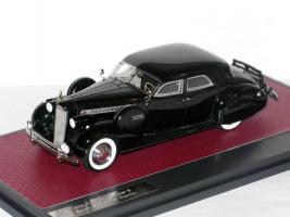 Прикрепленное изображение: Packard Super 8 Sport Sedan by Darrin 1940 007.JPG