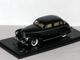 Прикрепленное изображение: Graham Supercharger Four Door Sedan 1939 001.JPG