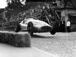 Прикрепленное изображение: 1939_MercedesBenz_W1632.jpg