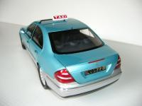 Прикрепленное изображение: Mercedes_Benz_W211_E_Class_China_Limousine_Taxi_1.jpg