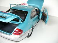 Прикрепленное изображение: Mercedes_Benz_W211_E_Class_China_Limousine_Taxi_3.jpg