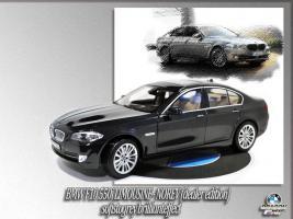 Прикрепленное изображение: BMWF10550i_sofistogrey_1.jpg