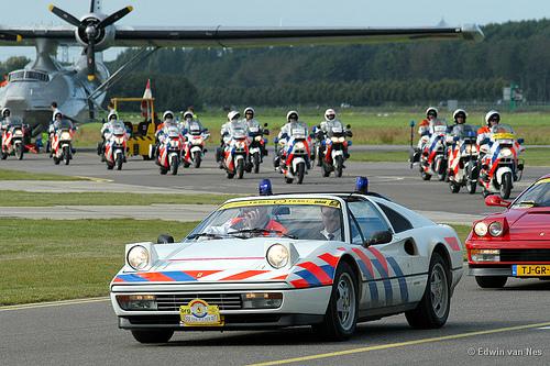 Прикрепленное изображение: ferrary_328_GTS_Dutch_police_1.jpg