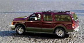 Прикрепленное изображение: Ford_Excursion_002_12.jpg