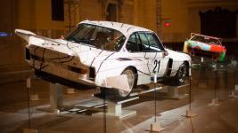 Прикрепленное изображение: 02pic_blog_bmw_art_cars_in_nyc.jpg