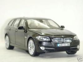 Прикрепленное изображение: BMW_5_Series_550i_1.JPG