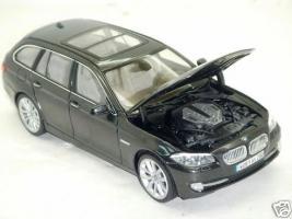 Прикрепленное изображение: BMW_5_Series_550i_2.JPG