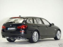 Прикрепленное изображение: BMW_5_Series_550i_3.JPG