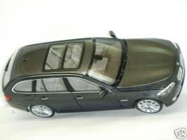 Прикрепленное изображение: BMW_5_Series_550i_4.JPG