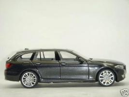 Прикрепленное изображение: BMW_5_Series_550i_5.JPG