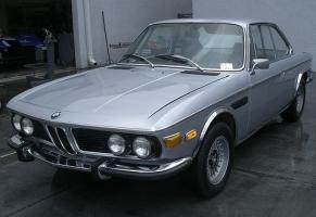 Прикрепленное изображение: 1973_BMW_3.0_CSL_E9_Front_1.jpg