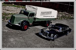 Прикрепленное изображение: Minichamps_Mercedes_Benz_L6600___AutoArt_Mercedes_Benz_600_LWB.jpg