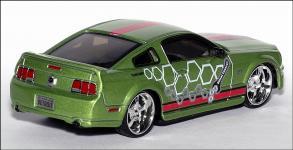 Прикрепленное изображение: 2006_Ford_Mustang_GT_Street_Tuners___Bburago___18_31000___2_small.jpg