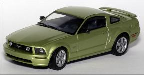 Прикрепленное изображение: 2004_Ford_Mustang_GT_Auto_Show_Version___AutoArt___52761___1_small.jpg