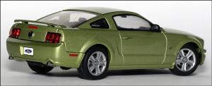 Прикрепленное изображение: 2004_Ford_Mustang_GT_Auto_Show_Version___AutoArt___52761___3_small.jpg
