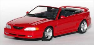 Прикрепленное изображение: 1994_Ford_Mustang_GT_Cabriolet___Minichamps___430_085632___1_small.jpg