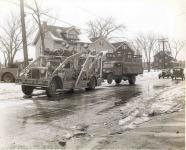 Прикрепленное изображение: 144_Truckbeingtowed1940.jpg