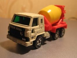 Прикрепленное изображение: Nissan_Diesel_Truck_Tomica.JPG