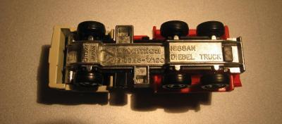 Прикрепленное изображение: Nissan_Diesel_Truck_Tomica__3_.JPG