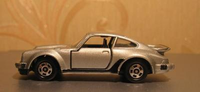 Прикрепленное изображение: Porsche_930_Turbo_Tomica__1_.JPG