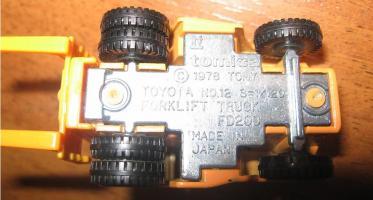 Прикрепленное изображение: Toyota_Forklift_Truck_FD200_Tomica__3_.JPG