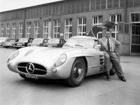 Прикрепленное изображение: Mercedes_Benz_300_SLR_Uhlenhaut_Coupe.jpg