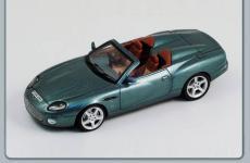 Прикрепленное изображение: Aston_Martin_AR1_2004.jpg