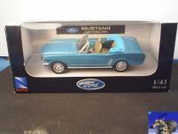 Прикрепленное изображение: Ford_MUSTANG_Convertible__1964__0_1.jpg