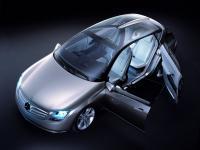 Прикрепленное изображение: Mercedes_Benz_F500___001.jpg