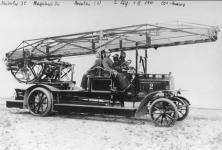 Прикрепленное изображение: Daimler_Marienfelde_Drehleiter_1910.jpg