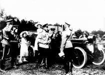 Прикрепленное изображение: Mercedes_16_40_Knight_1912_A_Kegresse___Nikolaus_II.jpg