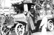 Прикрепленное изображение: Daimler_Marienfelde_DC3_el_1919_Petrograd.jpg