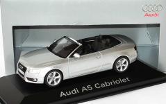 Прикрепленное изображение: 1zu43_Audi_A5_Cabriolet_3_0_TDI_quattro_eissilbermet_Audi_Schuco_5010805323_18026_01.JPG