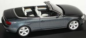 Прикрепленное изображение: 1zu43_Audi_A5_Cabriolet_3_0_TDI_quattro_meteorgraumet_Audi_Schuco_5010805333_18027_06.JPG