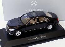 Прикрепленное изображение: 1zu43_Mercedes_Benz_S_Klasse_Faclift_W221_Modell_2009_obsidianschwarzmet_MB_AUTOart_B66962297_18948_01.JPG