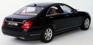 Прикрепленное изображение: 1zu43_Mercedes_Benz_S_Klasse_Faclift_W221_Modell_2009_obsidianschwarzmet_MB_AUTOart_B66962297_18948_05.JPG