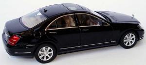 Прикрепленное изображение: 1zu43_Mercedes_Benz_S_Klasse_Faclift_W221_Modell_2009_obsidianschwarzmet_MB_AUTOart_B66962297_18948_06.JPG