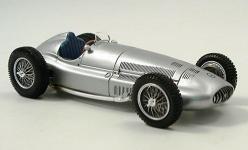 Прикрепленное изображение: Mercedes_W_154_163__Silberpfeil_1939.jpg