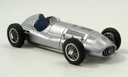 Прикрепленное изображение: Mercedes_W_165__Silberpfeil_1939.jpg