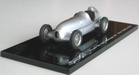 Прикрепленное изображение: Mercedes_W25_Rekordwagen_.jpg