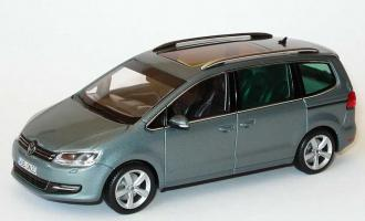 Прикрепленное изображение: VW_Sharan_II_2010_pantheongrau_VW_Minichamps.jpg