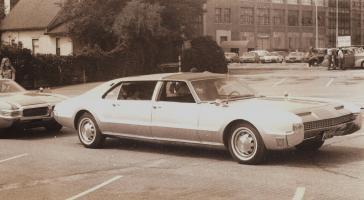 Прикрепленное изображение: limousine_version_of_the_Oldsmobile_Toronado.jpg
