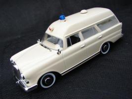 Прикрепленное изображение: Mercedes_Benz_Binz_Ambulance.jpg