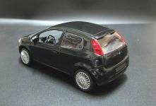 Прикрепленное изображение: 2005_FIAT_Grande_Punto_3_door_2.jpg