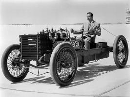 Прикрепленное изображение: 1953_Photo_of_William_Clay_Ford_Driving_Ford_999_Race_Car_Dearborn_Michigan_BW_H_Ford_Museum_N.jpg
