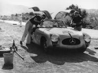 Прикрепленное изображение: Mercedes_Benz_300SL__1952_.gif